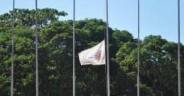 Bandeira da Ufes a meio mastro